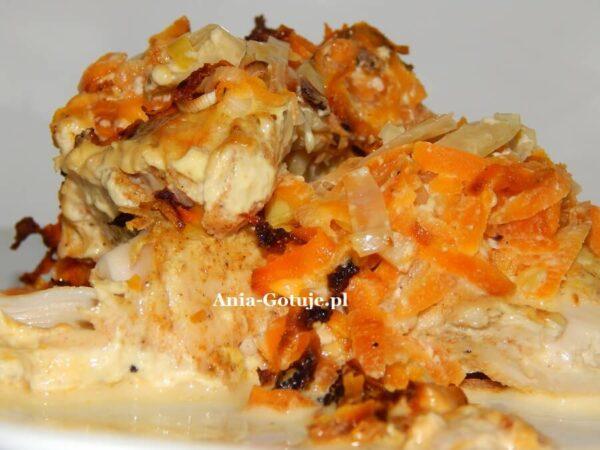 Ryba zapiekana z porem i marchewką