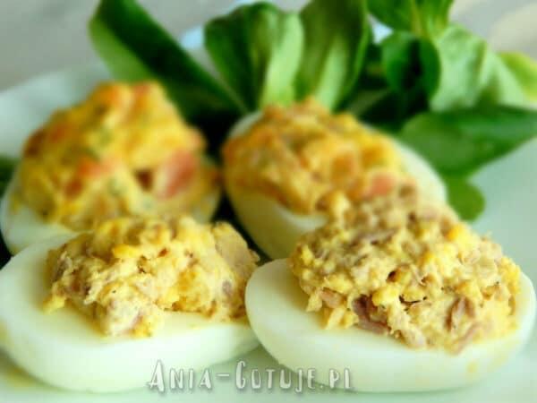 jajka faszerowane tunczykiem i ogórkiem kiszonym