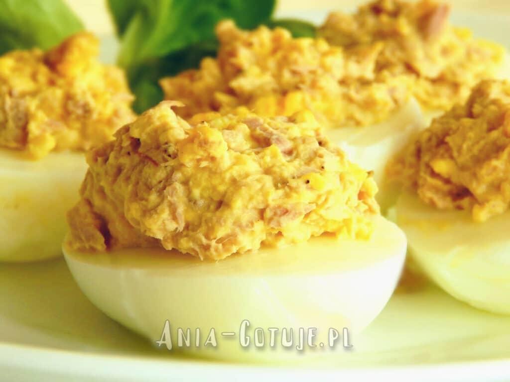 jajka faszerowane tuńczykiem z puszki i ogórkiem kiszonym