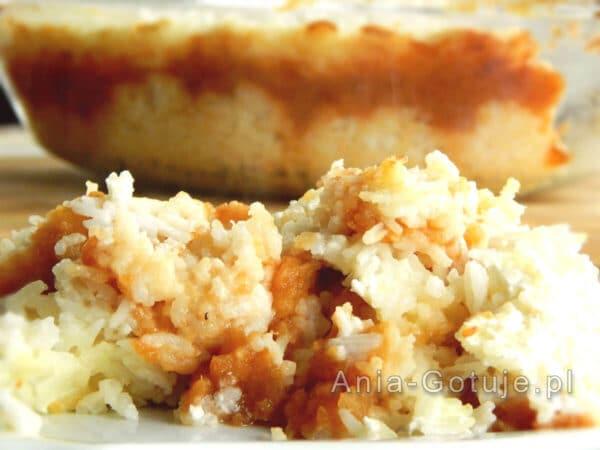 ryż zapiekany z jabłkami, cynamonem i śmietaną