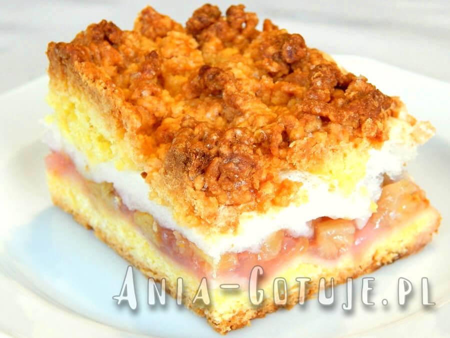 ciasto z rabarbarem bezą i kruszonką 1 porcja