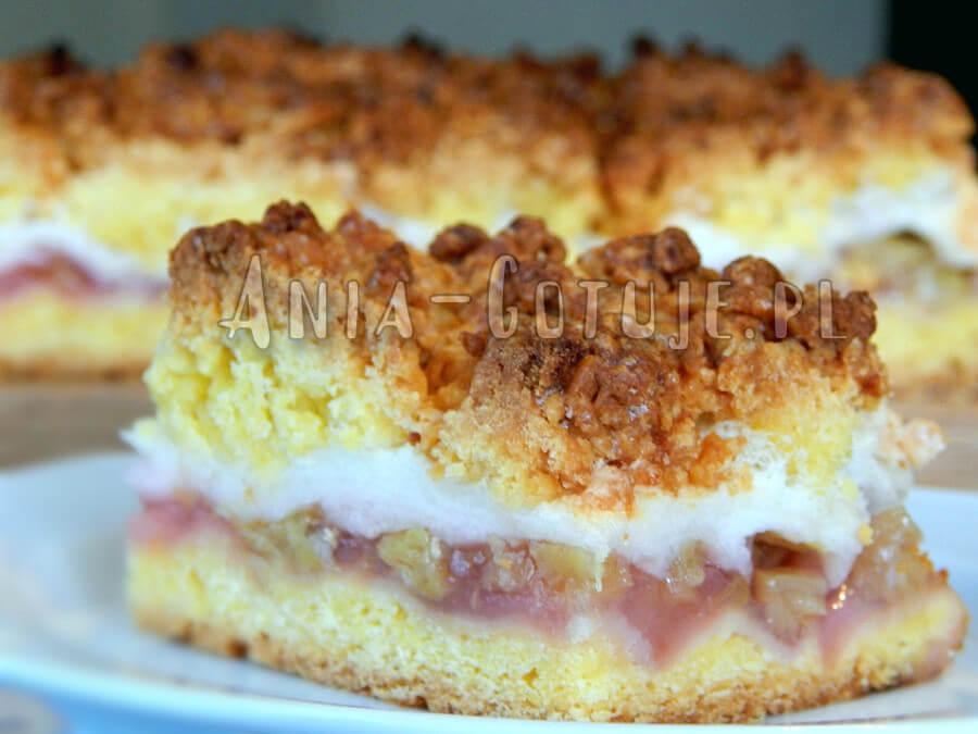 kruche ciasto z rabarbarem bezą i kruszonką