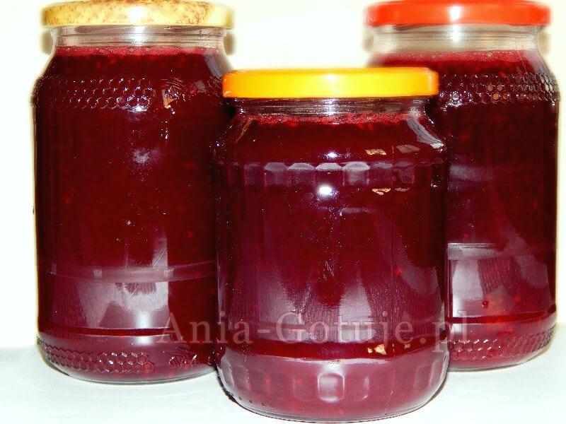 sok z malin w słoikach na zimę