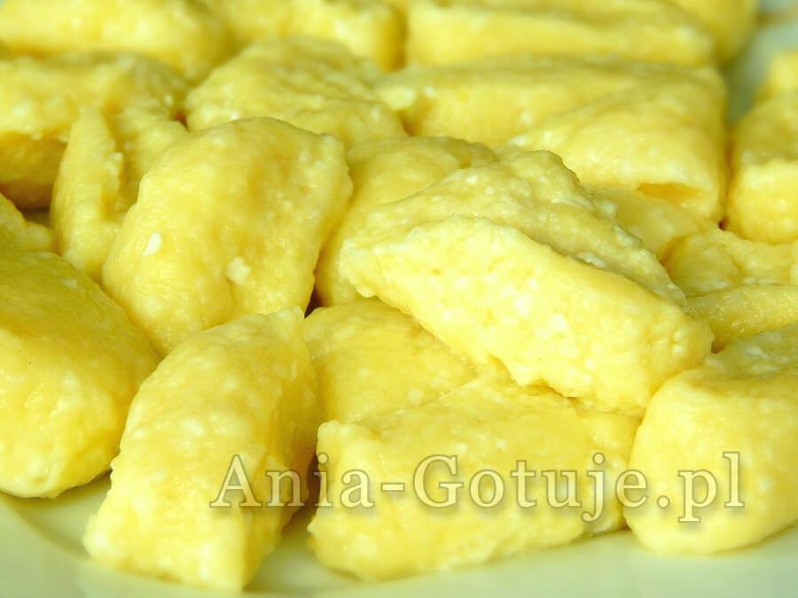 Na zdjęciu kopytka z serem i ziemniakami