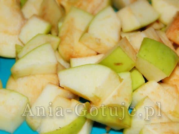 pokrojone w kostkę jabłka
