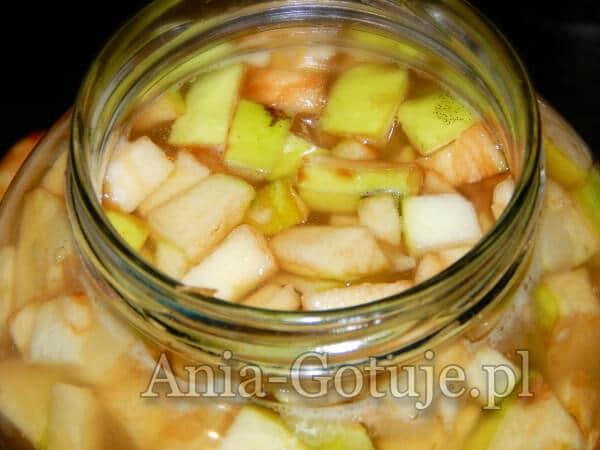 jabłka w słoju na ocet